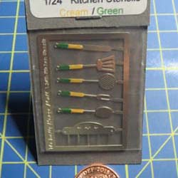 1/24th Scale Kitchen Utensils Kit - Cream/Green Handles