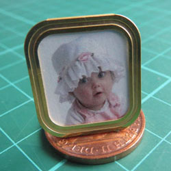 Daisy in Brass Frame