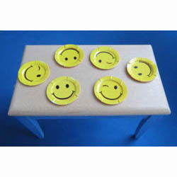6 Smiley Paper Plates